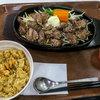 うえすたん - 料理写真:「サイコロステーキ 200g」(1,090円)+「ガーリックライス」(+300円)。