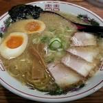 豚吉 - 【こってりしょうゆラーメン + 自家製味玉子】¥750 + ¥100