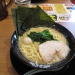 横浜家系ラーメン 町田商店 - 料理写真: