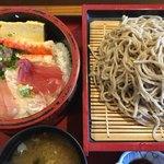 寿司政 - 料理写真:ランチの海鮮丼と手打ちそば