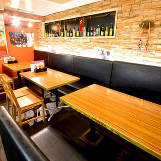 清潔感のある広々空間♪テーブル席は4名席×6卓ご用意!