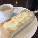 迎賓館 - ドリンク代のみのチーズトーストのモーニング