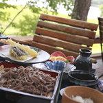 レストラン ル・プラトー - ボリューム感たっぷりの信州蕎麦と天ぷらのセット・ご飯も付いて嬉しい