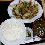 新月 - イカ入り野菜炒め定食