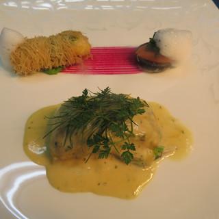 新鮮な魚介が美味しい。お刺身をフレンチテイストで楽しむ。