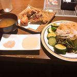 素材の力と和の心 乾坤一擲 - 唐揚げ定食  840円   (食べ放題のご飯と生卵は抜き)