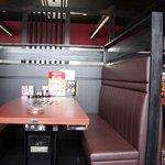 肉料理の八段 - 最大70名の宴会も可能な大バコ。座敷は半個室に改装