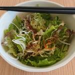 益城食堂 - フツーの野菜サラダですが、なんかおいしー。新鮮だからかなー。
