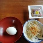 91462329 - 無料サービスのゆで卵に納豆、漬物
