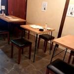 やっこ - テーブル席