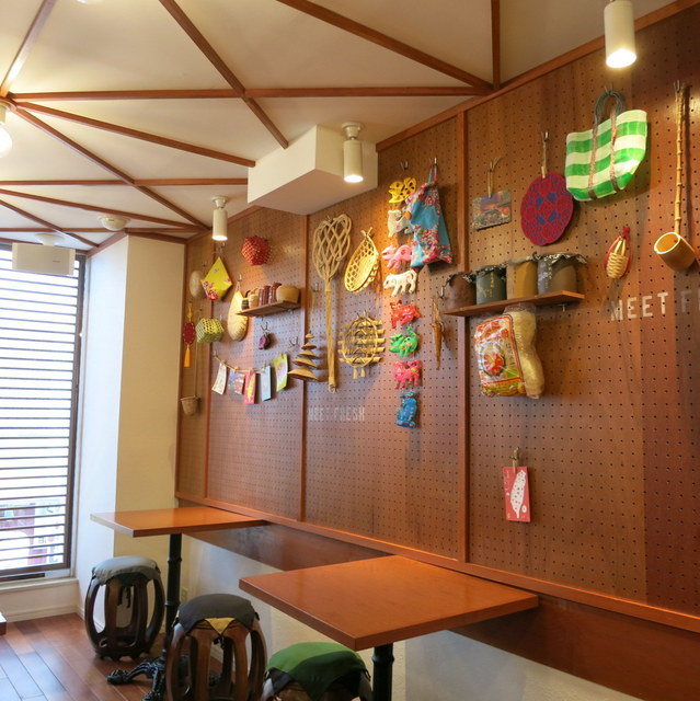 ミートフレッシュ シェンユイシェン 吉祥寺北口店 - ポップでキュートな店内(2階)