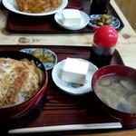 銚子屋 - カツ丼(大盛)