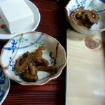 銚子屋 - ゴーヤの煮物を味見させてもらいました。