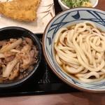 丸亀製麺 - 牛山盛りうどん冷並640円&天丼用ごはん130円