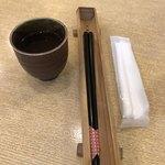 手碾き蕎麦天しん - お箸、お手拭き、暖かいお茶