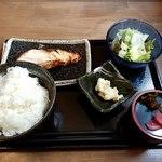 全席完全個室 肉酒場 秀よし - くろむつの西京焼き定食全景