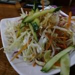 アジアご飯とお酒のお店 Shapla 神田店 - わくわくタイムのサラダ。