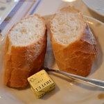プティプランス - 温かいフランスパンとバター