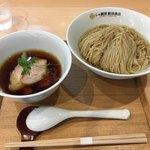 91481379 - 昆布と鰹水出し汁のつけ麺[醤油](ˊᗜˋ*)
