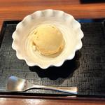 京甘味 文の助茶屋   - きなこアイス