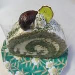 ガレット - 抹茶ロール350円。  クロレラ入りの抹茶を使用し香りと色鮮やかさの楽しめるロールケーキです。