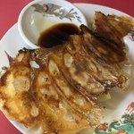 平和軒 - 料理写真:羽根つき 餃子  ¥200