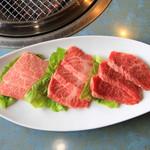 肉料理おがた - 左から、上霜降、霜降、赤身