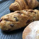ブーランジェリー コナ - くるみとクランベリーの全粒粉パン