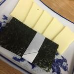 91492011 - 海苔チーズ。ただの海苔とチーズです