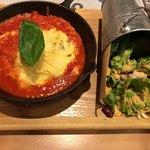 FARMER'S KITCHEN GREEN TIME - モッツァレラとバジルのトマトソースオムライス 1,180円