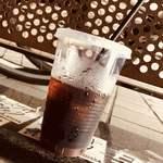 モルティブ - アイスコーヒーをテイクアウトしました(半分飲んだあと)