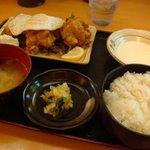 どんぶり専科 丼々屋 - よく注文する「とりから定食」651円
