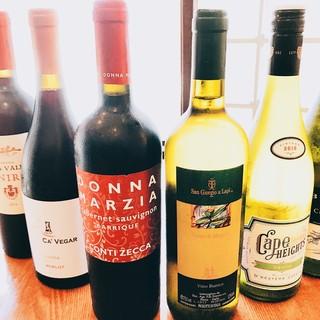 ソムリエ厳選ワインはボトル\3600~ご用意しております♫