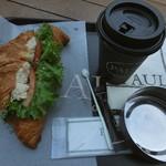 PAUL - クロワッサン・トンとカフェ・クレームと灰皿