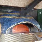 ナストロ  - 店主自作力作の薪窯。震災後修理を経て復活です。