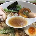 暁 製麺 - 魚介だしらぁめんのスープ