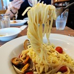 PORTAPERTA - アサリと鯛、プチトマトのオイルソース リングイネ パスタリフト