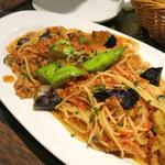 91517475 - ボローニャ風 2色の茄子とトマトのミートソース スパゲッティ