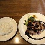 キッチン ユリイカ - メインのポークグリル、味噌バルサミコソースと       ライス中
