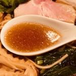 メンドコロ キナリ - 定番の濃口醤油スープ!
