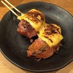 やきとん たくちゃん - 「肉巻トマト」220円+「チーズのせ」40円