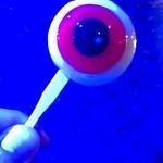 妖怪食品研究所 - 青い照明に映える、目玉おやじ。