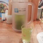 博多担々麺 とり田 - 「とり田」共通。水出し玄米茶。これが美味しい。