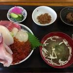 浜めし - 「五色丼」1900円