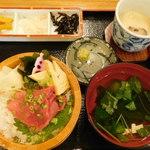 黒まぐろ専門店 黒・紋 - クロマグロの新鮮中落ち丼(10食限定)