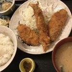 柳ばし - サケフライ定食。ごはん みそ汁 漬物 白菜のお浸し。 ふきのとうみそは 10円。