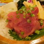 黒まぐろ専門店 黒・紋 - クロマグロの新鮮中落ち丼のアップ