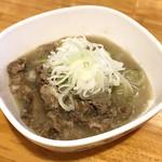 肉maroおとんば - 名代塩もつ煮込み ¥380
