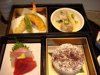 ゼックスウエスト 炙り焼き&寿司 アン - ¥2,800-の二段玉手箱ランチ♪