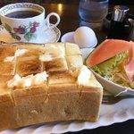ゼロ - 料理写真:厚切りトーストモーニング¥390(税込)
